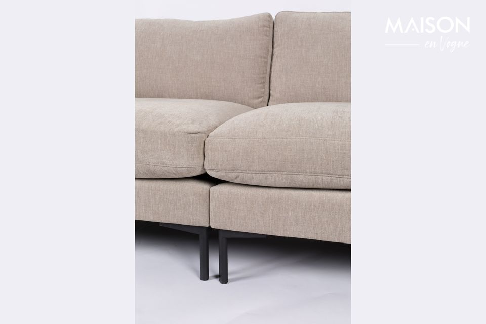 Um absoluten Komfort zu garantieren, sind zwei Kissen an den Armlehnen angebracht