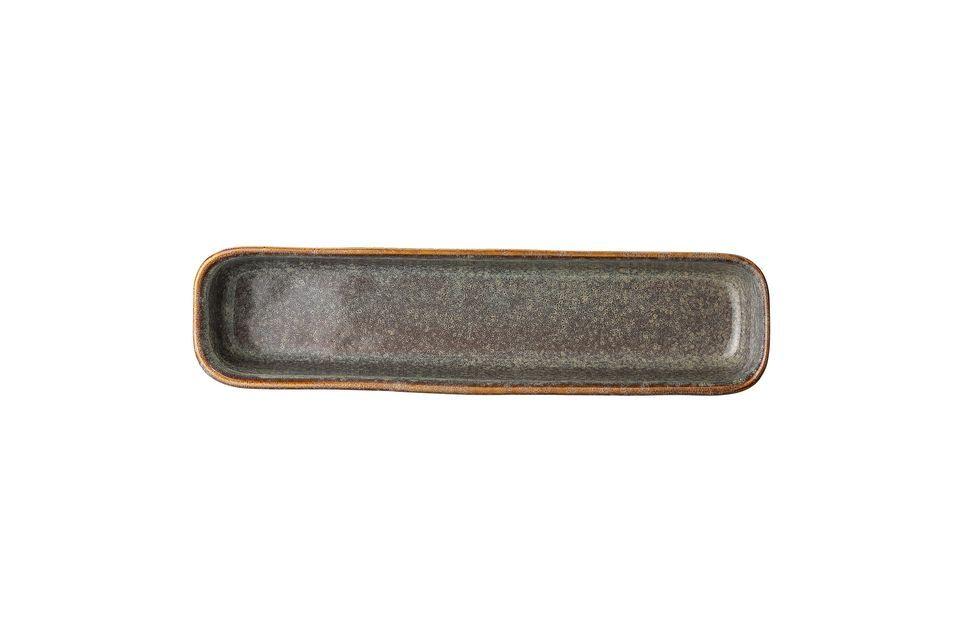 Die Servierplatte Aime wurde in Handarbeit aus Steingut hergestellt