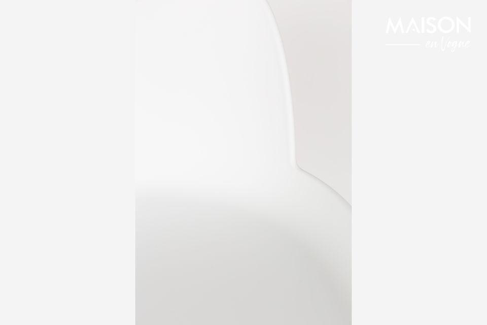 Ein bequemer und minimalistischer Hochstuhl