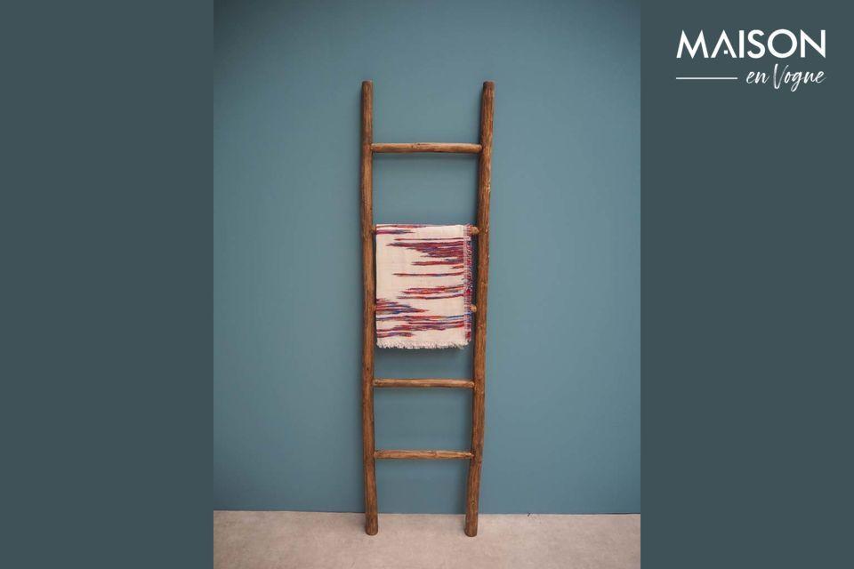 Die aus Treibholz gefertigte Anla ist eine leichte Leiter