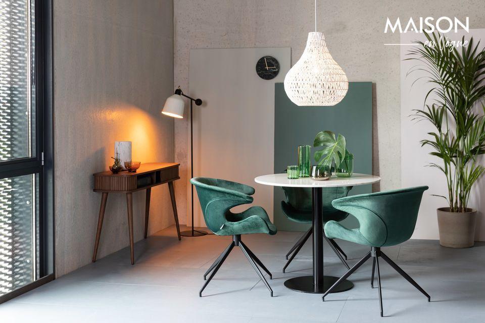 Ein eleganter Tisch aus edlem Holz