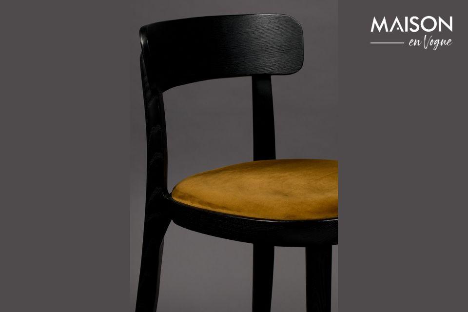 Brandon Schwarzer und ockerfarbener Stuhl | Maison en Vogue