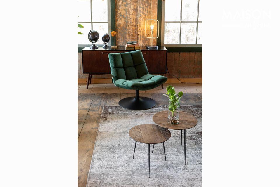 Dieser Tisch mit seinem zeitgemäßen Aussehen und seinen minimalistischen Formen passt problemlos
