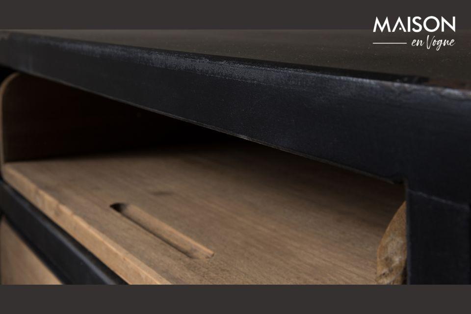Über den Schubladen befinden sich außerdem 3 offene Ablagefächer