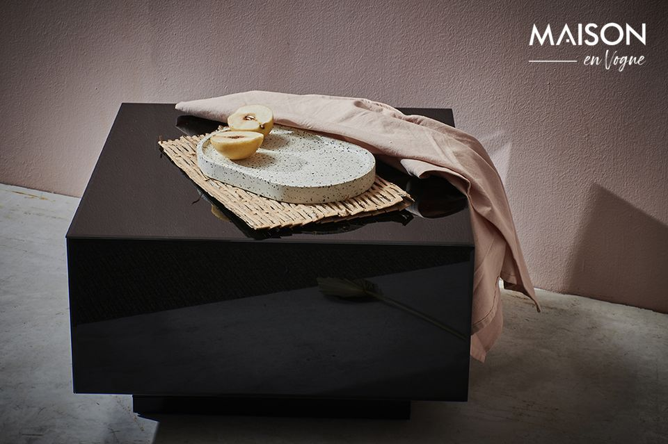 Ein Möbelstück mit einer reinen Silhouette zwischen Minimalismus und Exotik
