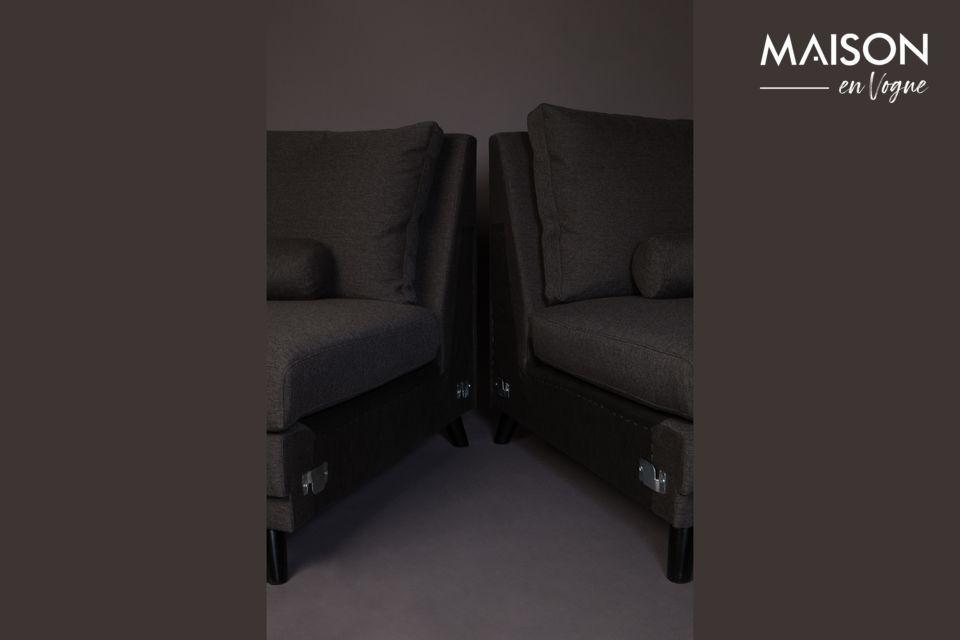 Er hat eine Länge von 254 cm und eine Sitztiefe von 60 cm