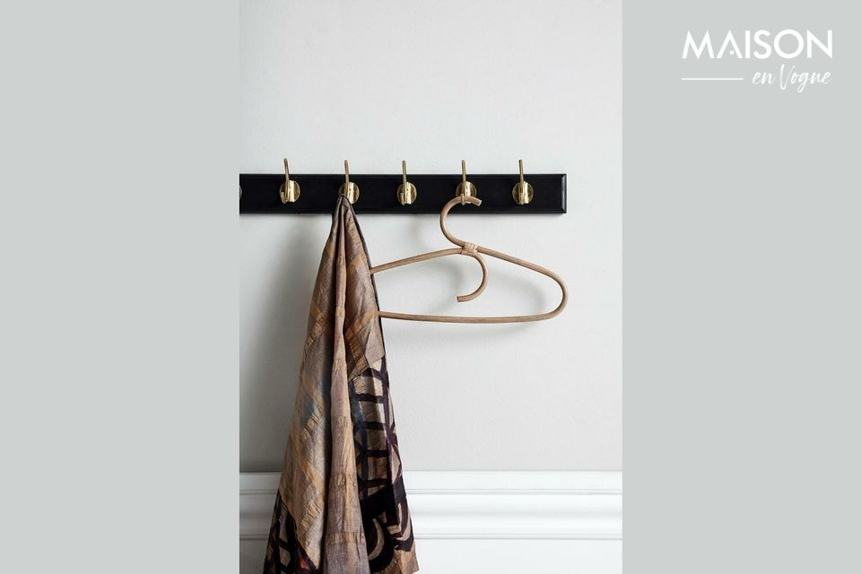 Eine große Garderobe mit elegantem Design