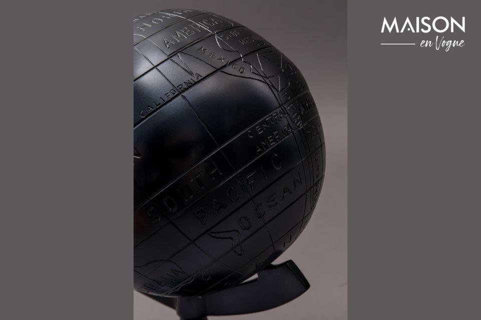 Der Miles-Globus ist der perfekte persönliche Dekorationsgegenstand auf dem Schreibtisch derjenigen
