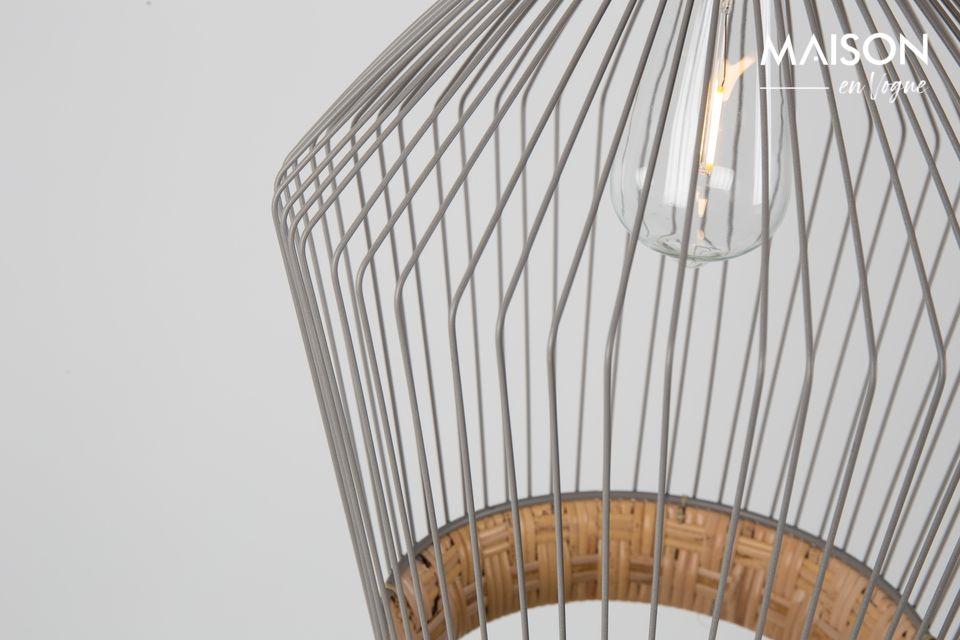Sein erstaunlicher Lampenschirm besteht aus gewebtem Natur-Rattan und grau lackiertem Eisen