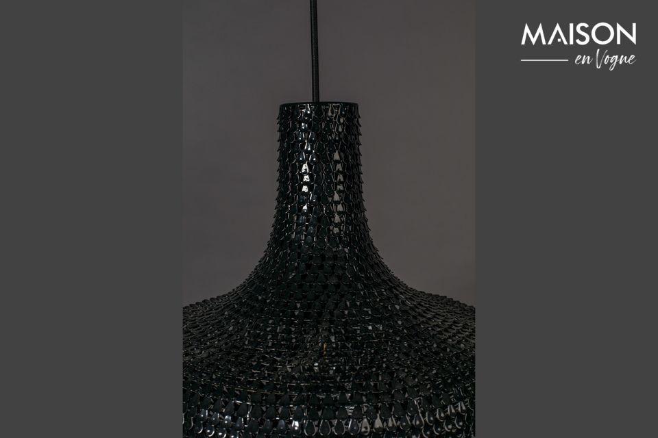 Der Lampenschirm ist ein wahres Kunstwerk