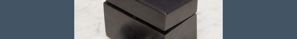 Materialbeschreibung Hölzerne Bouhey-Domino-Box mit Messingdetails