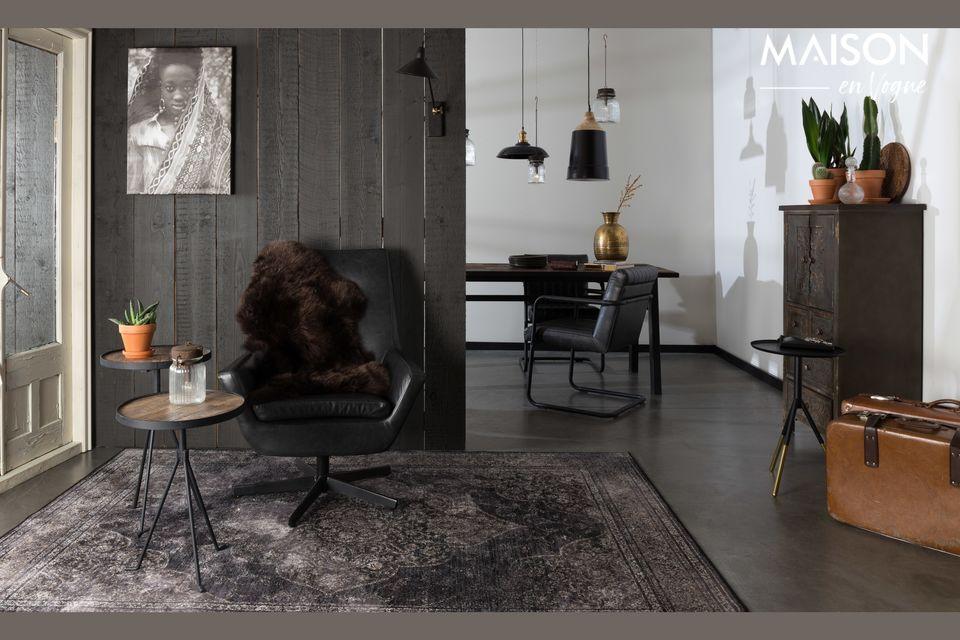 Der Charme von Holz kombiniert mit schwarzem Metall für diesen schönen