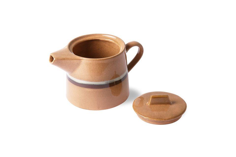 Mit ihren Pfirsich-, Weiß- und Brauntönen ist diese Teekanne vom Stil der 70er Jahre inspiriert