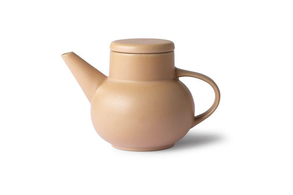 Die Teekanne Alaigne bietet mit ihren großzügigen Formen ein abgerundetes Design aus sandfarbener