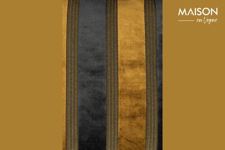 Das Kissen Scott hat breite vertikale Streifen, die abwechselnd goldgelb und dunkelgrau sind