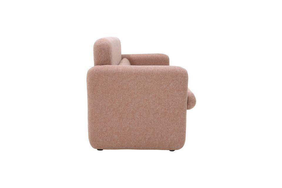 Mit einem sehr begehrten Design und einem kleinen Augenzwinkern im Retro-Stil wird dieses Sofa in