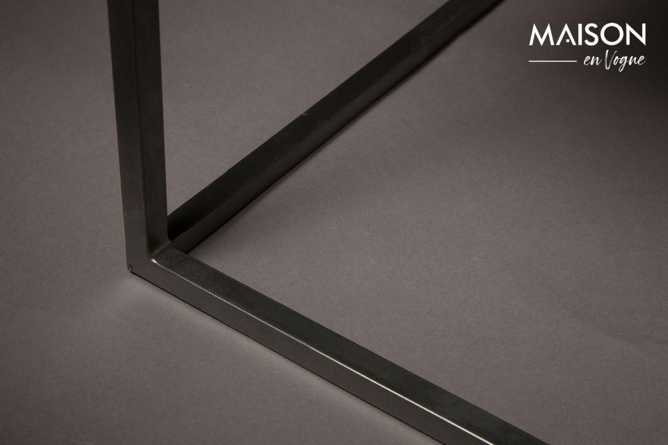 Auch sein großes Format verstärkt das zeitgenössische Aussehen des Tisches