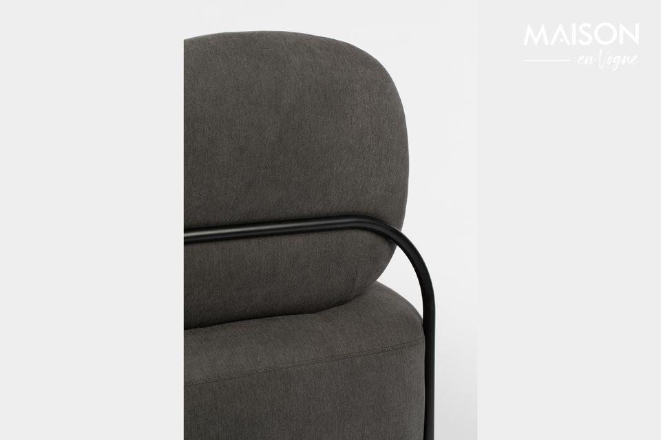 Dieser Lounge-Sessel Polly in grau von White Label Living hat ein leicht geschwungenes Profil
