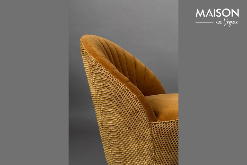 Der Sessel besteht aus Polyester (55%) und Baumwolle (45%)