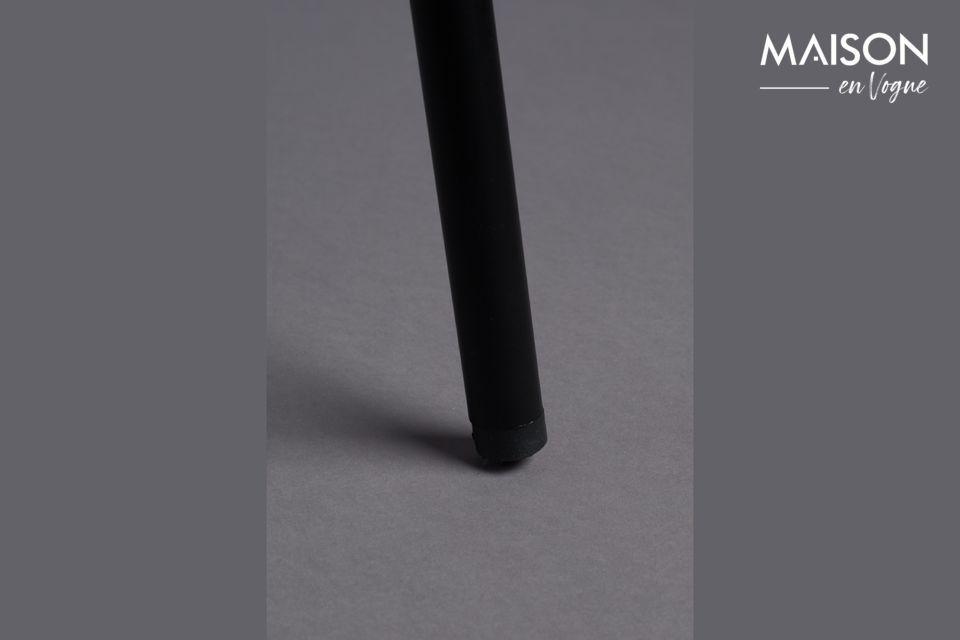 Die schwarze Metallstruktur ist dünn, in einem sehr eleganten Stil