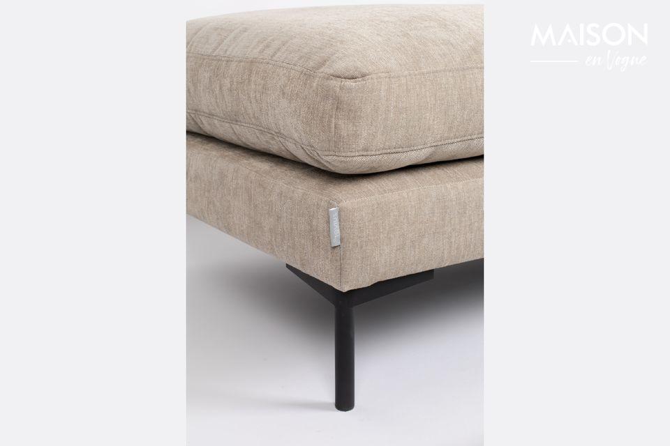 Er kann als zusätzlicher Sitzplatz und sogar als Stütze für ein Tablett verwendet werden