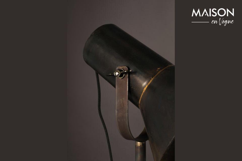 Die Lampe ist sehr praktisch mit ihrem schwenkbaren Diffusor, der großen Lichtkomfort bietet