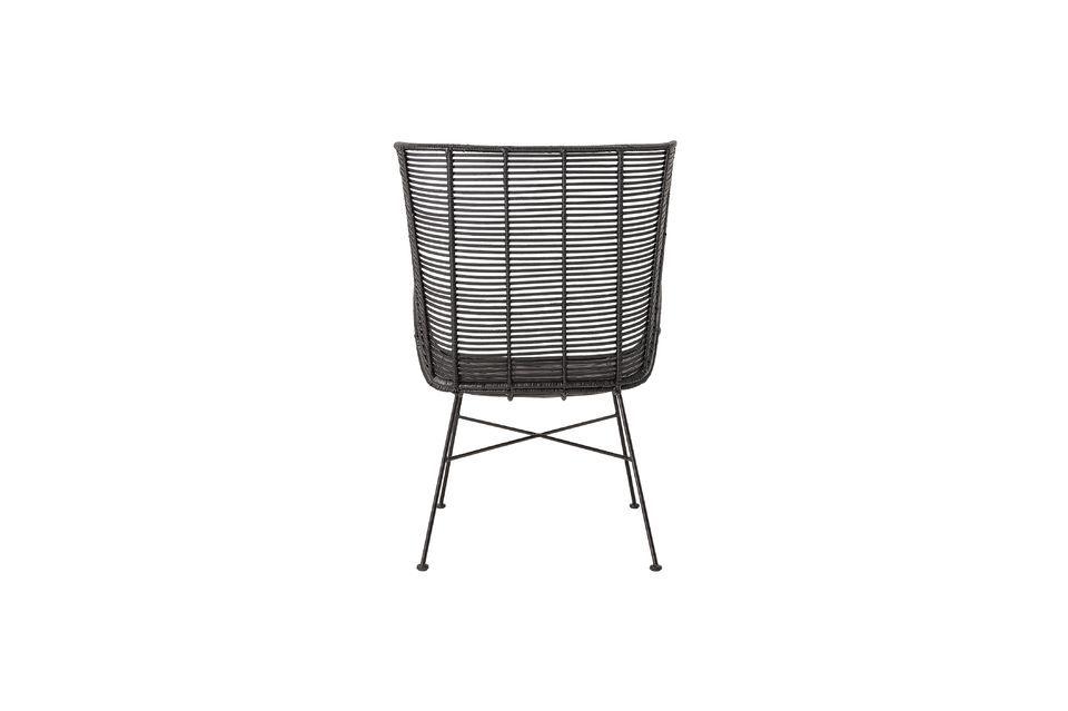 Dieser 9 kg schwere Stuhl erfordert nicht viel Pflege; wischen Sie die Oberfläche mit einem