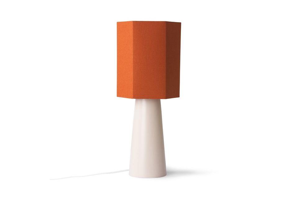 Seine geometrische Form und seine energische Farbe machen ihn zu einem stilvollen Accessoire