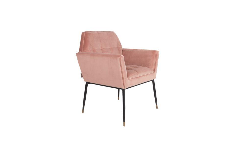 Die Samttextur des Sessels Kate bietet neben einem weichen Sitz auch großen Komfort