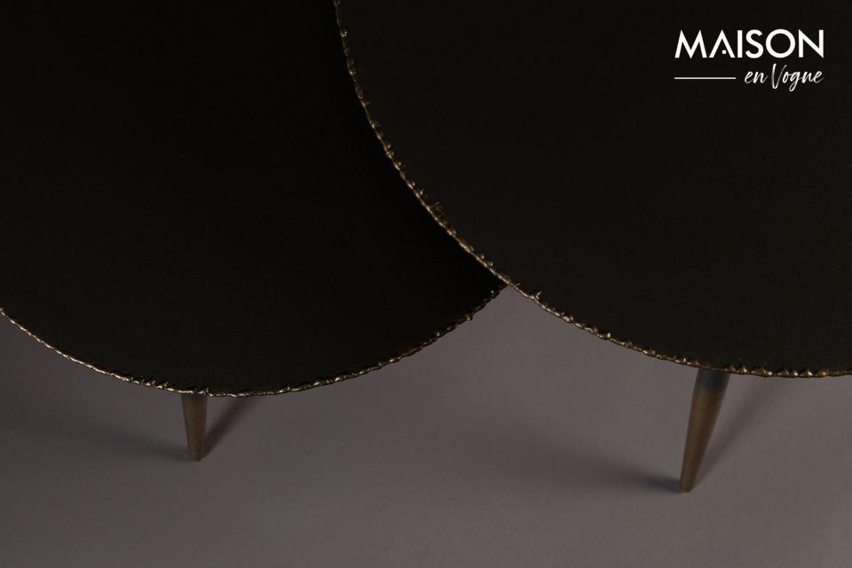 Die 3 Spindelbeine (44 oder 50cm je nach Tisch) sind mit ihrer goldlackierten Oberfläche elegant