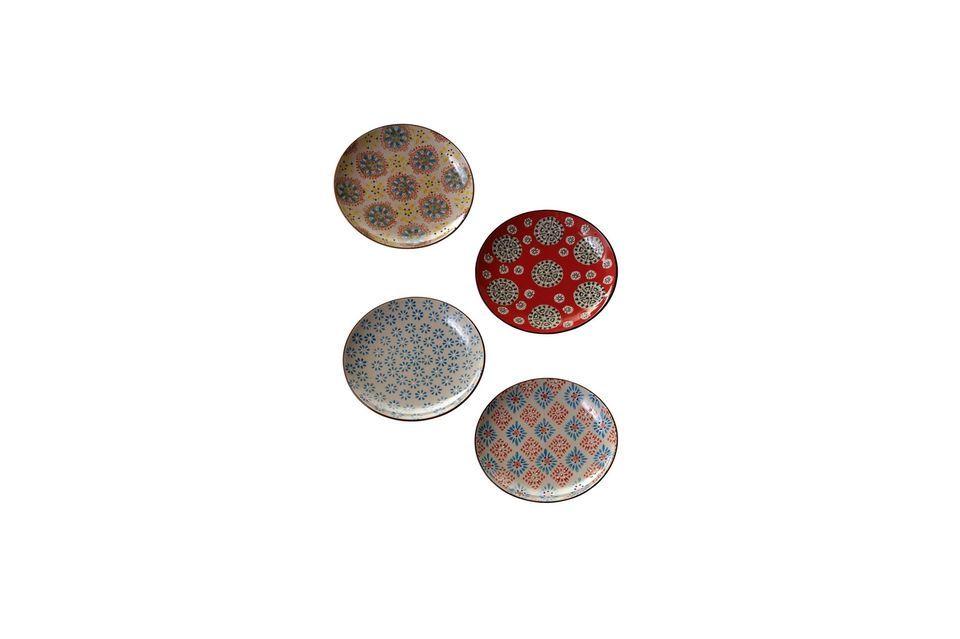 Ein Set mit 4 verschiedenen Keramiktellern