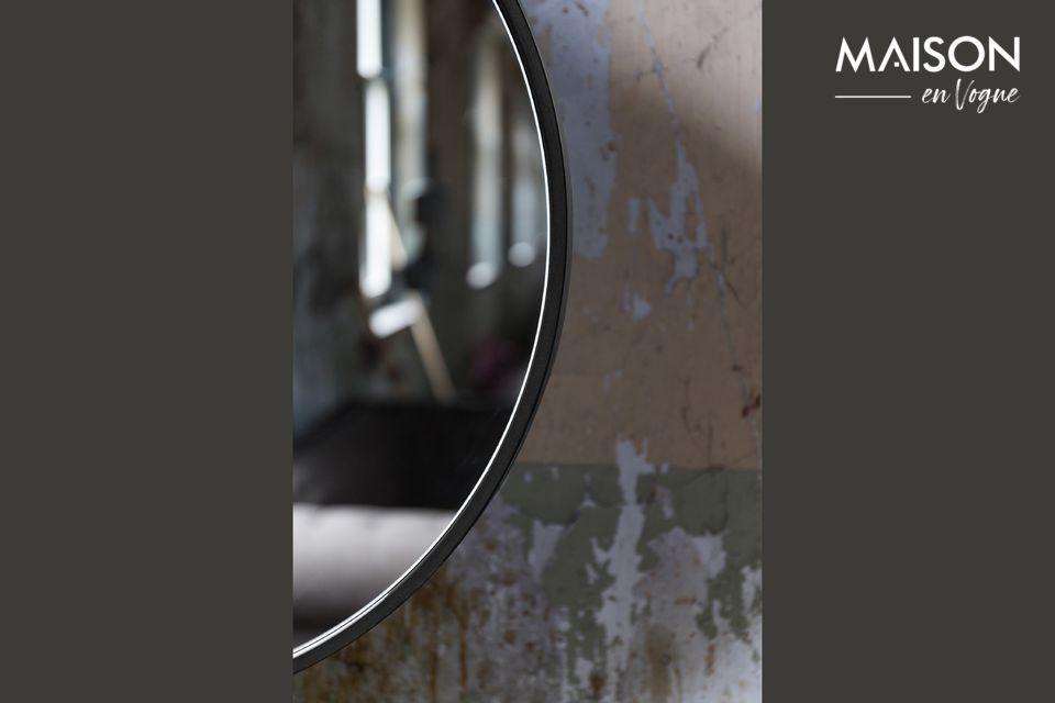 Der Attractive Spiegel ist in verschiedenen Größen und Farben erhältlich