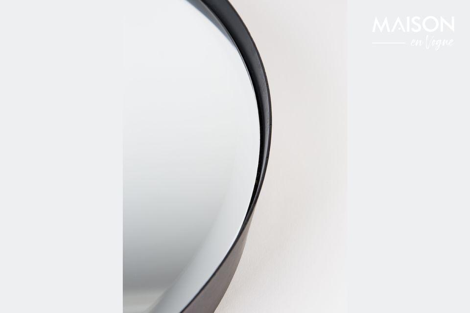 Dank seiner sehr klassischen runden Architektur ist dieser elegante Spiegel ein Basisstück