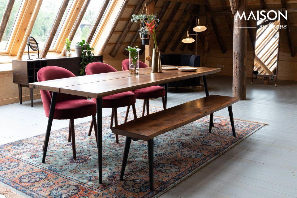Welch eine Eleganz! Diese Kreuzung von Stuhl und Sessel ist von schönster Wirkung