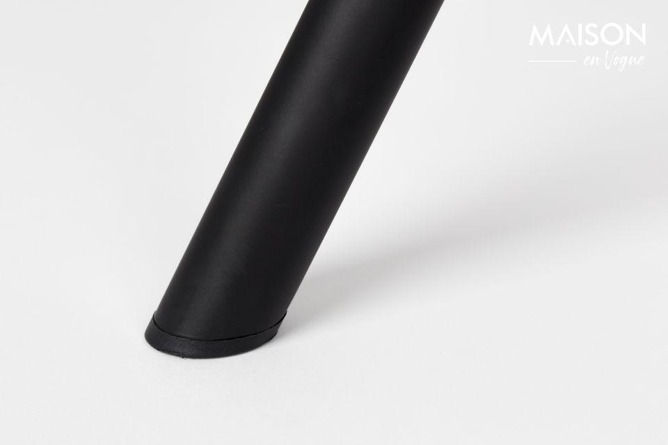 Der weiche sandfarbene Stoff des Sitzes verleiht diesem alltäglichen Accessoire eine zeitlose