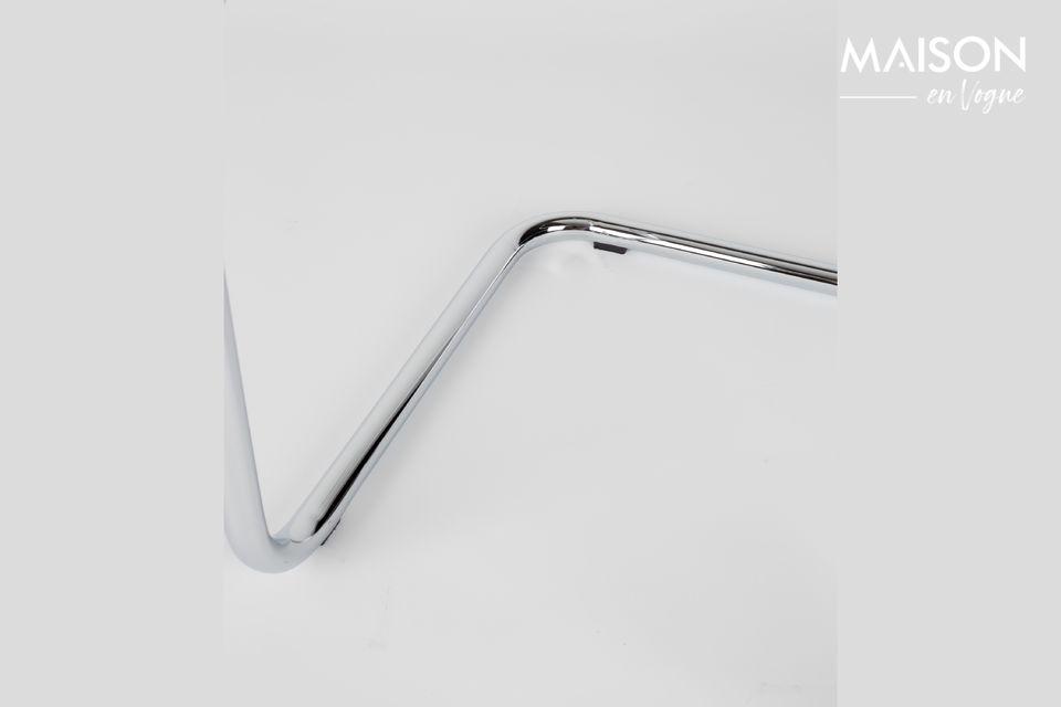 Der gerippte Stoff betont den Retro-Look und verleiht diesem zeitlosen Accessoire gleichzeitig