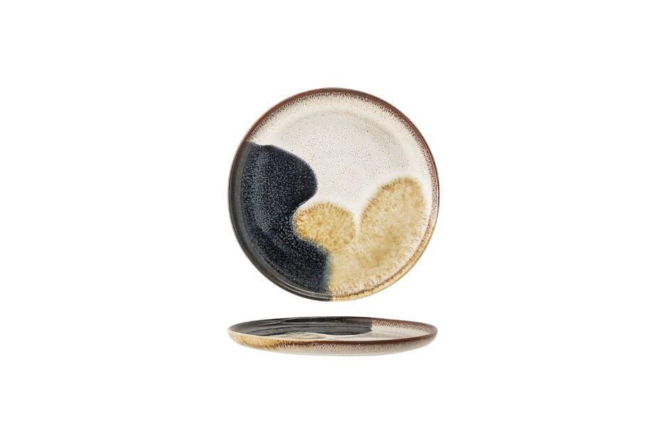 Der handgefertigte Steinzeugsockel bedeutet, dass jedes Modell ein einzigartiges Muster hat