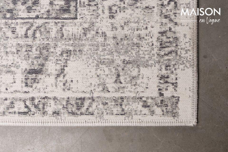 Der Teppich ist auch in einer anderen Größe und zwei weiteren Farben erhältlich