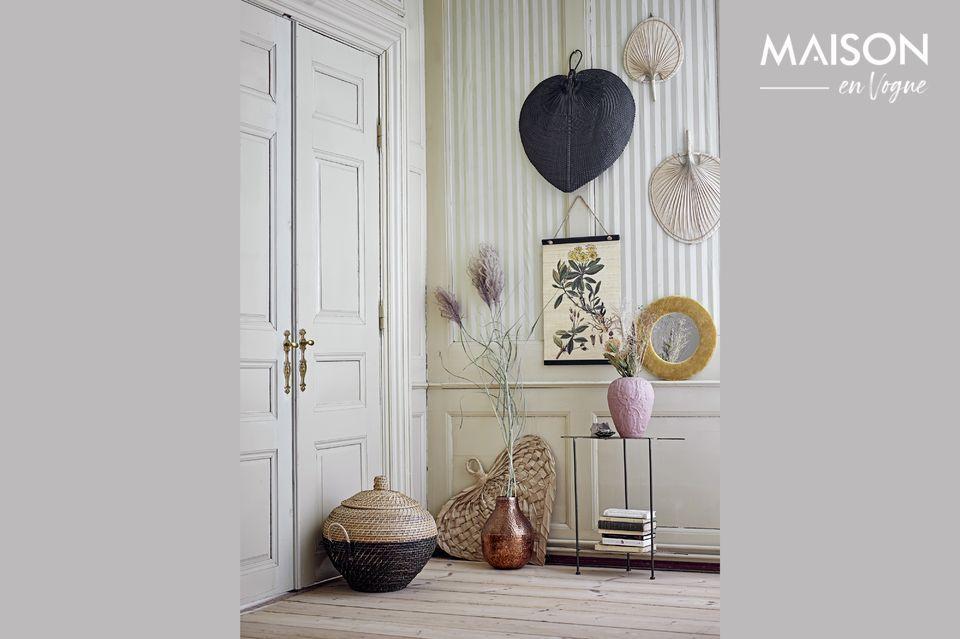 Ein hübsches Palmenblatt als untypische Wanddekoration